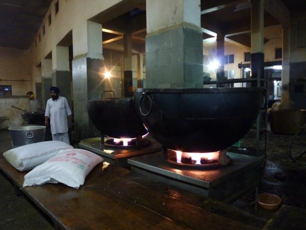 Kuchnia przy Złotej Świątyni wydająca darmowe posiłki.