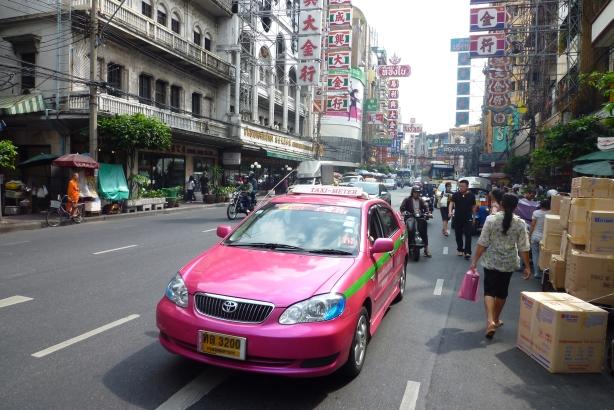 taksówki w kolorze dragon fruita