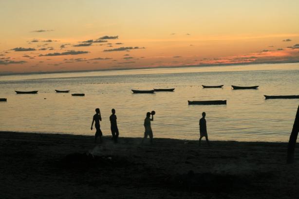 Zachód słońca w Nembrali.