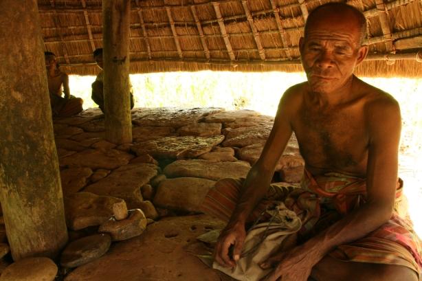 Kores Tauho, wódz wioski