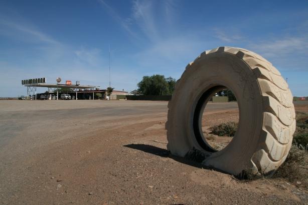Stacja benzynowa w outbacku.