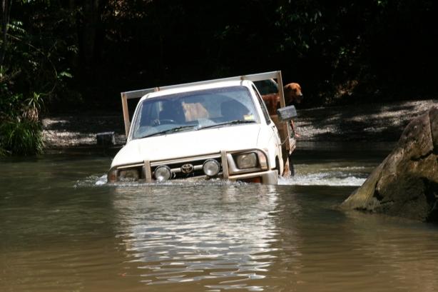 Droga do Cooktown w porze deszczowej.