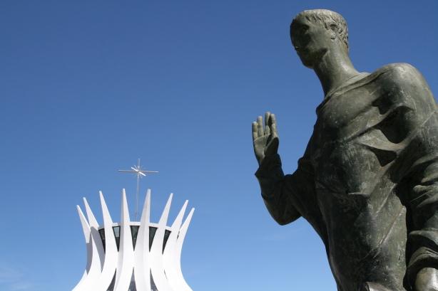 XXx a w tle Catedra Metropolitana.