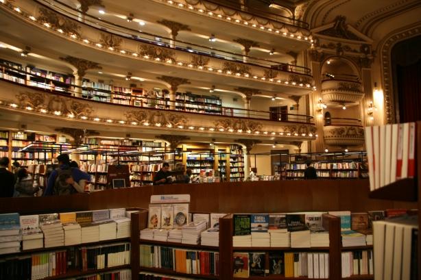 Księgarnia w dawnym Teatrze Ateneum.