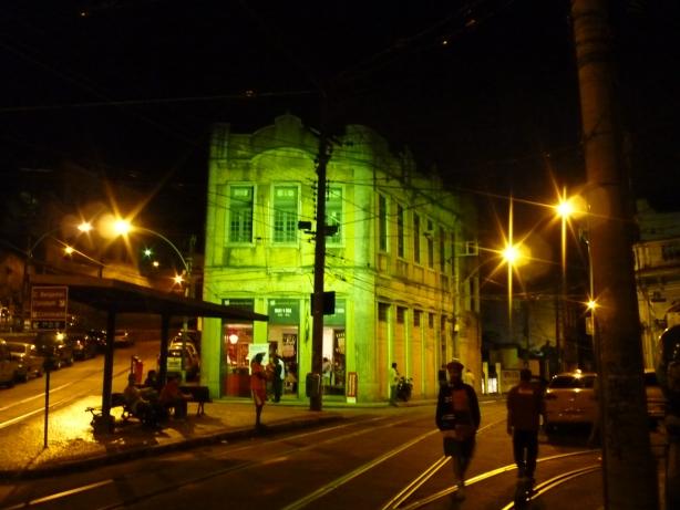 Santa Teresa nocą.