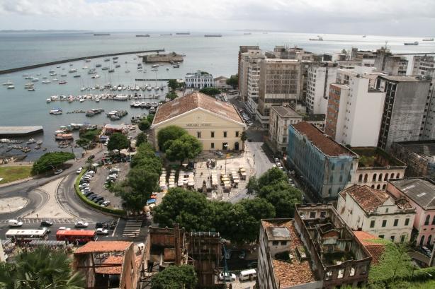 Widok z Pelourinho na okolice Mercado Modelo.