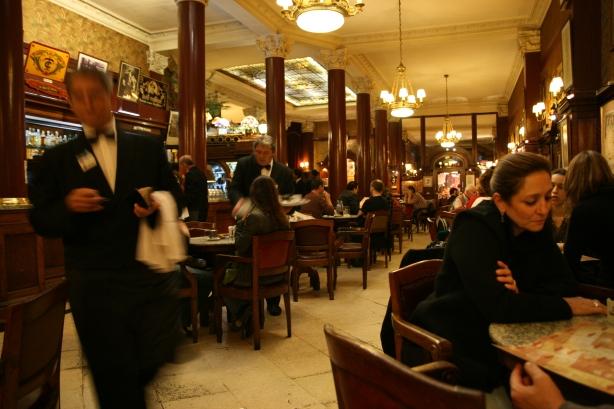 Cafe Tortoni, działająca od 1858 roku.