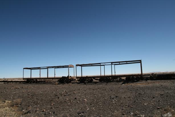 Cmentarzysko pociągów boliwijskich - 3 km za miastem.