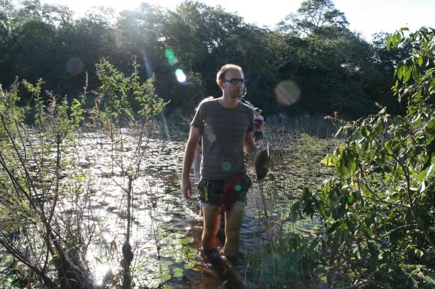 Marsz przez mokradła w poszukiwaniu anakondy i innych atrakcji.