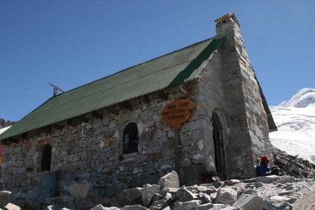 Refugio Alto. Ostatni przystanek przed siedmiogodzinnym atakiem na szczyt.