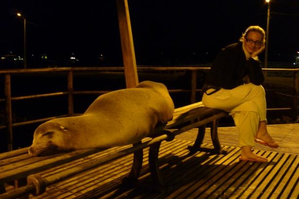 Nocami na San Cristobal można spotkać imprezowiczów, którzy przesadzili...