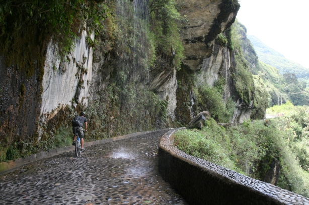 Droga przez góry z Baños do Puyo.