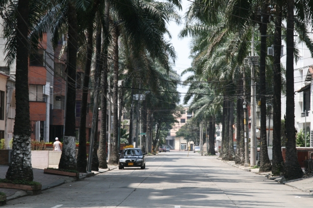 Wyludnione ulice Cali w niedzielne popołudnie.