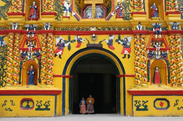 Świątynia w technikolorze czyli fasada kościoła w San Juan Xacul.