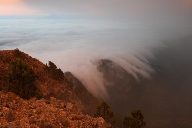Już pierwszy nocleg pod namiotem wypadł ponad chmurami.