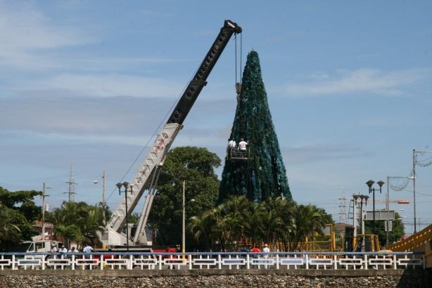 Przygotowania do Bożego Narodzenia w gorącym Puerto Cortes.